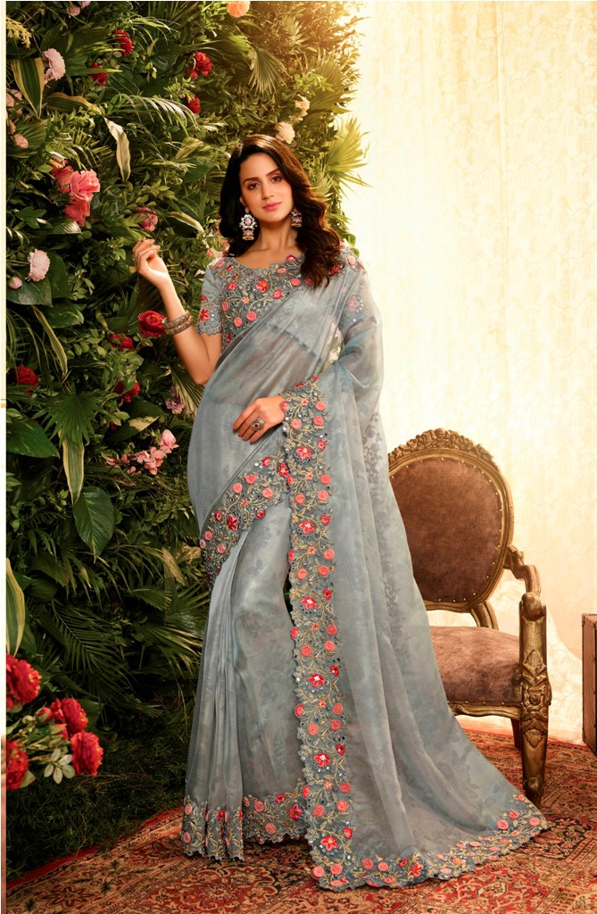 Flaunt Your Rich And Elegant Taste Wearing This Elegant Looking Designer Saree